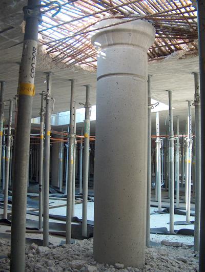 Nel settore 2 a luglio 2012 i pilastri hanno sfondato il solaio della Piazza