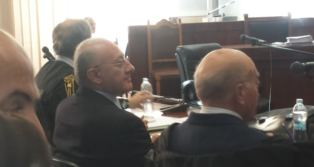 De Luca in tribunale a Salerno